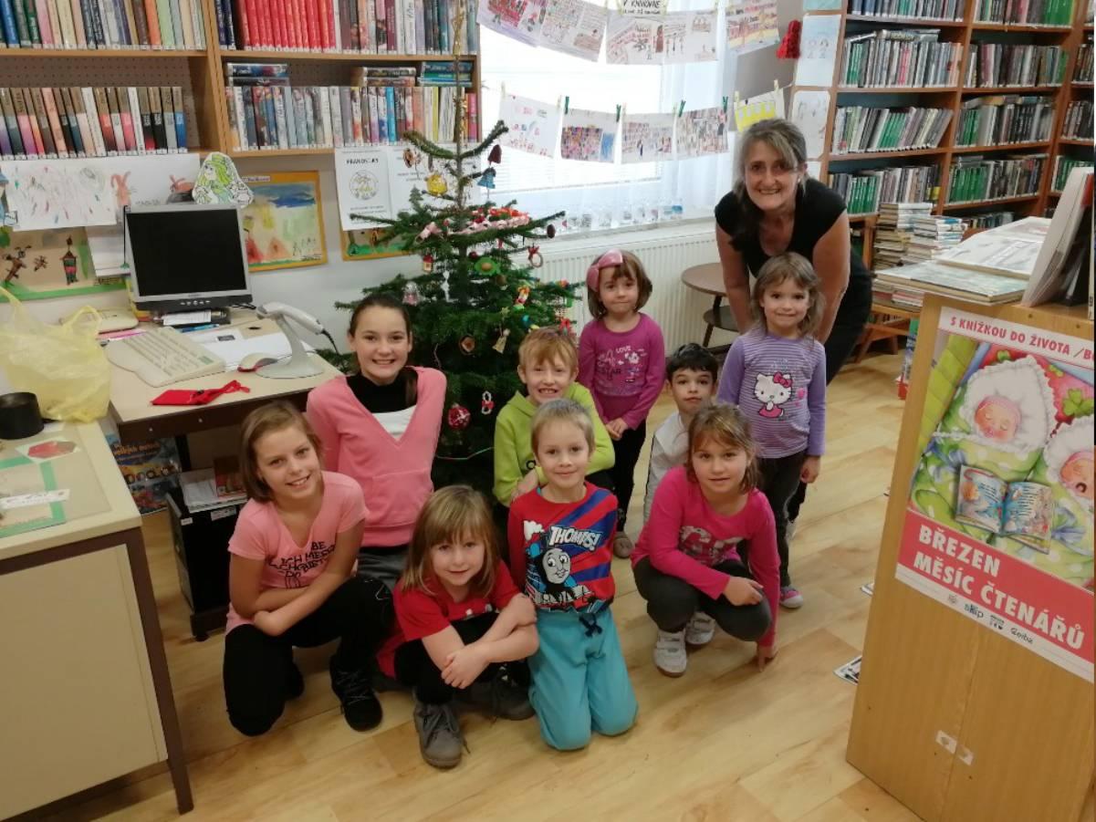 Zdobení stromečku Obecní knihovna Moravičany